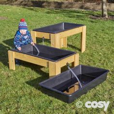 CASCADING WATER STANDS WITH TRAYS Create excitement in your water play area with these cascading water trays. Children will love opening and closing the taps to explore transporting water.