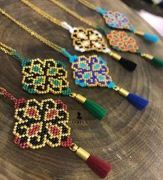 beaded earrings patterns Source by Beaded Earrings Patterns, Seed Bead Patterns, Diy Earrings, Beading Patterns, Hoop Earrings, Bead Loom Bracelets, Bead Jewellery, Beaded Jewelry, Bijoux Diy