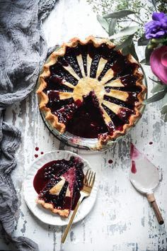 Vegan Berry Pie with Vanilla Bean Spelt Crust - Fare Isle Raw Desserts, Dessert Recipes, Winter Desserts, Vegan Pastries, Vegan Pie, Berry Pie, Vegan Blueberry, Cupcakes, Sweet Pie