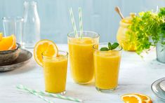 Denne friske smoothien med banan, mango og appelsin, lyser opp et hvert måltid eller kan nytes som en sunn snacks i løpet av dagen. Frisk, Cantaloupe, Smoothies, Tin, Mango, Snacks, Healthy, Kitchen, Food