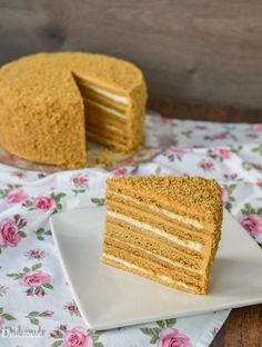 Medovik Cake Recipe, Low Carb Brasil, Russian Cakes, Cake Recipes, Dessert Recipes, Romanian Food, Romanian Recipes, Honey Cake, Low Carb Breakfast