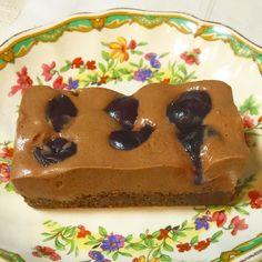 Fully Raw vegan mousse au chocolat & cherry slice made without nuts. . Roh vegane Mousse au Chocolat & Kirsch Kuchen ohne Nüsse. . #rawvegan #rawfoods #rawfood #vegan #rohkost #cru #crudivore #vegetarian #eattherainbow #glutenfree #dairyfree #fullyraw #rawvegansofig #veganism #plantbased #fruit #yoga #health #healthy #weightloss #hclf #sugarfree #vegansofig #veganfood #wholefoods #organic #veganfoodshare #gesund #rohvegan #saltfreerawfood by saltfreerawfood