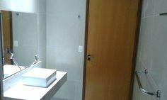 Escolha de matérias e paginação do revestimento by Sandra Dias . Interiores Detalhe pasta outra equipamento de segurança para idoso,  em especial a altura Da Bacia sanitário,  muito mais conforto.