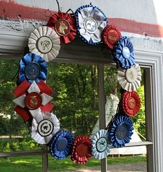 Dark Horse Farm Designs: Merry making with horse show ribbons. How To Make Purses, How To Make Wreaths, Show Ribbon Display, Horse Show Ribbons, Ribbon Quilt, Ribbon Wall, Horse Crafts, Horse Farms, Dog Show