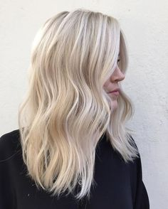 40 Blonde Hair Color Ideas to help you gather inspiration for your new blonde hair color!Check this great list of the best shades of blonde hair&new color ideas with blonde . Bright Blonde Hair, Cool Blonde Hair, Platinum Blonde Hair, Bleach Blonde Hair, Perfect Blonde Hair, Blonde On Blonde, Highlighted Blonde Hair, Wavy Hair, Blonde Hair Color Natural
