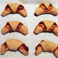 Szafi Fitt pizzás croissant recept (paleo)      Paleo pizzás croissant recept (tejmentes, gluténmentes, élesztőmentes, szójamentes)  A tojásmentes változatát a recept végén találjátok!!!    Egy nagyon különleges pizzás croissant receptet hoztam ma nektek. Ugyanis a gluténmentesség, tej Paleo, Pizza Croissant, Tej, Fitt, Pizza, Beach Wrap, Paleo Food
