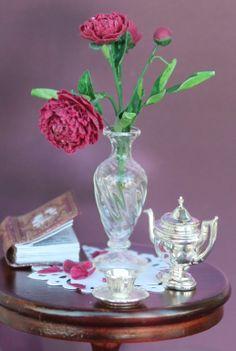 отцветает пион - peony flowers with fallen petals by Marta Marty