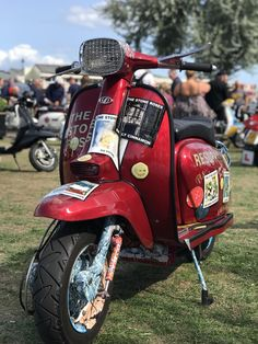 Shiny scooters in the sun at the 2018 Isle of Wight scooter rally. Read all about it and see more stunning scooter photos! 150cc Scooter, Lambretta Scooter, Vespa Scooters, 50cc Motorbike, Moped Motorcycle, Motorcycle Quotes, Triumph Motorcycles, Custom Motorcycles, Mopeds For Sale