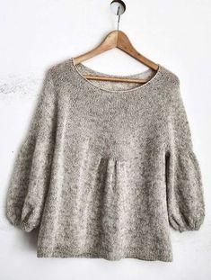 Пуловер со складками вязаный по кругу