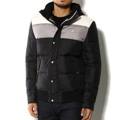 バーバリーブラックレーベルよりダウンジャケットをご紹介します。 シックな配色で大人っぽく着こなしてくださいね。 詳細はこちら>http://bbl-shop.com/?pid=82825343