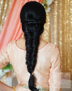 54 Trendy Ideas For Wedding Hairstyles Natural Curly Hair Makeup Saree Hairstyles, Indian Wedding Hairstyles, Bride Hairstyles, Cool Hairstyles, Bridal Hair Buns, Bridal Hairdo, Curly Hair Styles, Natural Hair Styles, Engagement Hairstyles
