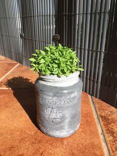 DIY flowerpot from jar Flower Pots, Planter Pots, Jar, Canning, Container Plants, Jars, Home Canning, Flower Planters, Glass