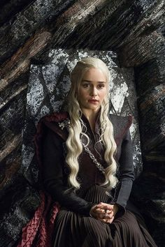 'Game of Thrones' Cover Story: Emilia Clarke, the Queen of Dragons Tells All - Rolling Stone Game Of Thrones Cover, Arte Game Of Thrones, Game Of Thrones Characters, Emilia Clarke Daenerys Targaryen, Game Of Throne Daenerys, Daenerys Targaryen Season 7, Dany Targaryen, Queen Of Dragons, Mother Of Dragons
