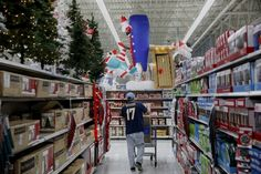 How Walmart's Planning to Improve Its Customer Shopping Experience this Holiday Season