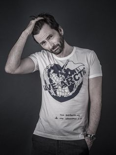 David Tennant for the Greenpeace UK Save The Arctic campaign T-shirt by Vivienne Westwood Photo by Andy Gotts David Tennant Doctor Who, Scottish Actors, British Actors, British Celebrities, British Guys, Tom Hiddleston, Vivienne Westwood Designs, Andy Gotts, Doctor Who Cast