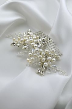 Pearl crystal side wedding bridal hair comb Wedding bridal hair piece Pearl hair jewelry vine wedding head piece rhinestone headpiece Chic Wedding, Wedding Trends, Wedding Jewelry, Luxury Wedding, Fall Wedding, Rustic Wedding, Dream Wedding, Wedding Ideas, Bridal Hair Up