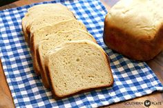 This Sandwich Style Hawaiian bread is soft, fluffy, slices like a dream, and makes excellent sandwich bread or dinner bread, as is or toasted. Hawaiian Bread Recipe, Hawaiian Sandwiches, Hawaiian Sweet Rolls, Dinner Bread, Bread Maker Recipes, Biscuit Bread, Easy Bread, Sweet Bread, Yummy Food