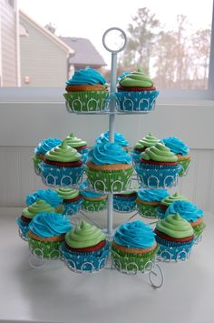 blue green cupcakes maybe add some purple ;)