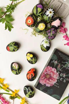 DECORACION FACIL: DIY: Huevos de Pascua con dibujos de botánica