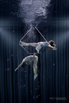 These Underwater Photos Of Circus Performers Will Blow Your Mind Aerial Dance, Aerial Hoop, Aerial Acrobatics, Aerial Arts, Dark Circus, Circus Art, Circus Theme, Arial Silk, Underwater Pictures