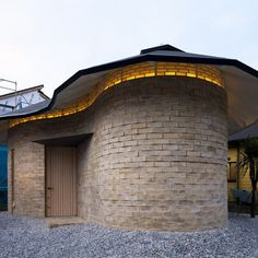 This is the first earth structure house to be built in Japan. With the most generous support and understanding of our cl