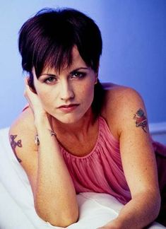 Dolores O'Riordan (The Cranberries) Cranberries Band, Loreena Mckennitt, Dolores O'riordan, Women Of Rock, Alternative Music, Music Icon, Post Punk, Music Artists, Rock Artists