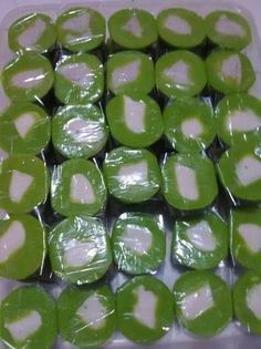 Cantik m Manis laris manis Indonesian Desserts, Asian Desserts, Indonesian Food, Peanut Cookies, Cake Cookies, Japanese Cheesecake, Fun Baking Recipes, Traditional Cakes, Pudding Desserts