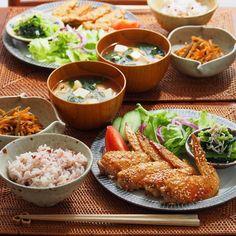 「2015/11/18 水 #晩ごはん ・ ✳︎手羽先の甘辛焼き ✳︎小松菜としらすの胡麻和え ✳︎金平ごぼう ✳︎豆腐のお味噌汁 ・ 今夜はどど〜んと手羽先! ・ 手べとべとにしながら頂きました ・ コメントお返しお休みします いつもありがとうございます ・」