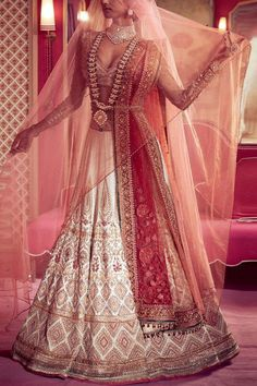 Indian Bridal Photos, Indian Bridal Outfits, Indian Bridal Fashion, Indian Bridal Wear, Indian Dresses, Bridal Dresses, Indian Clothes, Flapper Dresses, Indian Wear