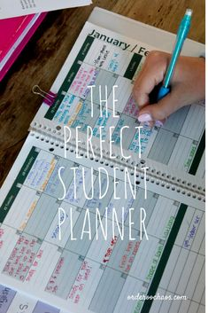 Award winning planners for middle schoolers, high schoolers and college students. Award winning planners for middle schoolers, high schoolers and college students! Teaches organization, time management and allows your teen to SEE their time 🙂 School Organization For Teens, Diy Organization, College Student Organization, Homework Organization, University Organization, Planer Organisation, Student Binders, Binders For School, School Planner