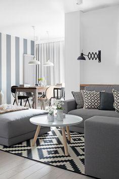 Kącik wypoczynkowy, jak na styl skandynawski przystało, zaplanowany z precyzją, by maksymalnie służyć relaksowi.