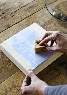 Siirrä valokuvakopiot höylätyn lankun pintaan vesiliukoisen kalustelakan avulla. Katso Meidän Mökin kuvalliset ohjeet ja kokeile itse. Hobbies And Crafts, Diy And Crafts, Arts And Crafts, Paper Crafts, Photo Transfer, Farmhouse Signs, Butcher Block Cutting Board, Woodworking, Sewing