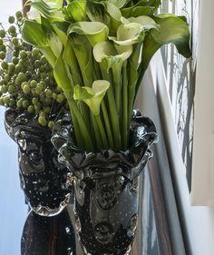 preto vasos de vidro veneziano adicionar o drama a um espaço; decoração