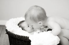 love this newborn photo with big brother