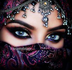 Arabian Eye Makeup - African Make-Up - - Arabian eyes - Gorgeous Eyes, Pretty Eyes, Cool Eyes, Arabian Eyes, Arabian Beauty, Arabian Nights, Quick Makeup, Simple Eye Makeup, Seductive Eyes