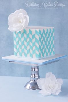 Blue geometric cake - LOVE the simplicity! By Bellaria Cake Design Fondant Cake Designs, Fondant Cakes, Cupcake Cakes, Cake Decorating Techniques, Cake Decorating Tips, Gorgeous Cakes, Amazing Cakes, Quilted Cake, Patchwork Cake
