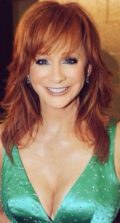 Reba Mcentire A Beautiful Women I want some warm Milk From my Baby Girl Reba McEntire Country Female Singers, Country Music Artists, Reba Mcentire, Hollywood, Beautiful Redhead, Thing 1, Celebs, Celebrities, Queen
