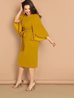 To find out about the Plus Slit Sleeve Slit Solid Dress at SHEIN, part of our latest Plus Size Dresses ready to shop online today! African Fashion Dresses, African Dress, Hijab Fashion, Fashion Outfits, Fashion 2018, Mode Outfits, Dress Outfits, Xl Mode, Hijab Dress Party
