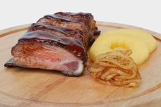 Brav�ov� rebierka na jablk�ch Steak, Food, Essen, Steaks, Meals, Yemek, Eten