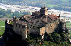 "Castello di Bardi, (aka Castello dei Landi in Italian: Bardi Castle, or Castle of Landi), Upper Ceno Valley, Parma, Emilia-Romagna, Italy... www.castlesandmanorhouses.com ... A fort existed here in the reign of Berengar of Friuli. (Berengar I of Italy). In 898, the castle was sold to the Bishop of Piacenza Everardo, who used it as a refuge from besieging Hungarians, then attacking the Po Valley. The name "" Bardi "" is derived from the Lombards."