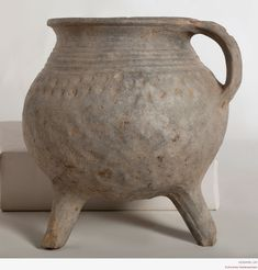 Three stew pot with marginal band handle Century Fredelsloh Cooking Over Fire, Larp, Medieval Life, Vase Shapes, Pottery Wheel, Stone Sculpture, Antique China, Terracotta Pots, 14th Century