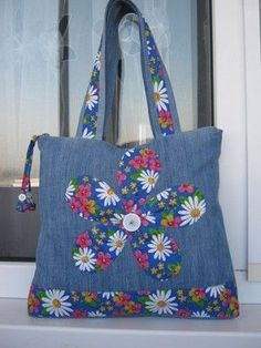 Jeans bag models – Diy and Crafts Denim Handbags, Denim Tote Bags, Denim Purse, Diy Bags Purses, Denim Crafts, Patchwork Bags, Denim Patchwork, Fabric Bags, Cute Bags