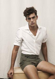 Hercules Universal: Xavier Serrano Models Relaxed Looks