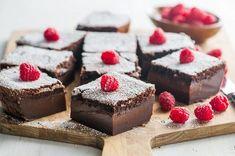 Se avete già scoperto, amato, fatto e rifatto più volte la classicatorta magica alla vaniglia,non può sfuggirvi la golosa versione al cacao! Sostituendo nell'impasto parte della farina con i…
