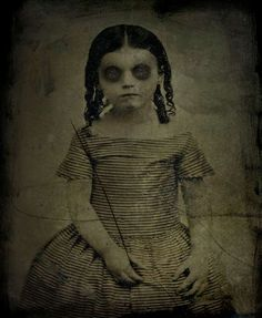 This site exists to discredit the idea of the Victorian standing post mortem photo. Post mortem photos do exist, but none of them are stand alone. Retro Halloween, Vintage Halloween Photos, Halloween Pictures, Creepy Halloween, Victorian Halloween, Creepy Kids, Creepy Art, Creepy Dolls, Creepy Children