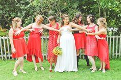 O pega-peito coletivo.   42 ideias criativas de fotos de casamento que você vai querer roubar