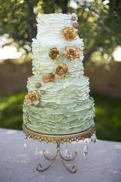 chandelier cake stand, ombre cake, floral details