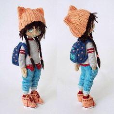 Muñeca estudiante amigurumi
