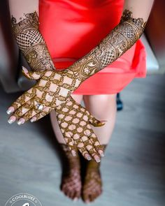 Roses on her mehendi Pc-@coolbluezphotography #mehendi #mehndi #instamehndi #love #bride #bridaldetails#mehendi #henna #mehendiartists #bridaljewellery #mehendidesign #indianbride #wedding #bridallook #bridalshoot #traditional #realbride #henna #mehendi #lehenga #wedding #bridallook #indianwedding #roses #dday #traditional #bridallehenga#instafashion #bridalfashion #kundanjewellery #kundan #bangles#chuda#gold#goldjewelry