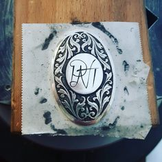 Stark contrast between old school ornament and clean minimalistic monogram. I like it. Hope the customer too   #monogram #handengraving #pistolgripcap #silver #calligraphy